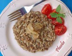 Μουτζέντρα (φακές πιλάφι) #sintagespareas Greek Beauty, Yams, Greek Recipes, Other Recipes, Family Meals, Oatmeal, Grains, Rice, Healthy Recipes