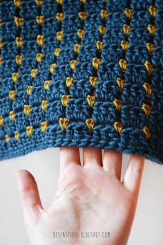 Crochet Afghans Look how cute the crochet block stitch is! - Top 5 reasons why the Block Stitch (Chocolate Box) is the best crochet stitch ever, with free patterns for booties and blankets! Crochet Stitches Patterns, Crochet Afghans, Stitch Patterns, Knitting Patterns, Crochet Blankets, Baby Afghan Patterns, Block Patterns, Tunisian Crochet, Baby Blankets