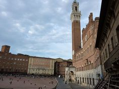 Piazza del Campo: The Story of the Piazza del Campo in Siena Tuscany