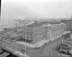 """Waterfront Station """"When travellers have time to slow down and take in the scenery, the station's columns and grand hall make it very photogenic, and worthy of being my Vancouver Icons photo feature today. Old Pictures, Old Photos, Vintage Pictures, Canadian History, Local History, Vancouver Photography, Vancouver Art Gallery, Vancouver Bc Canada, Iconic Photos"""