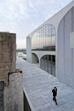Long Museum West Bund / Atelier Deshaus