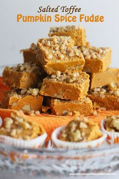 Salted Toffee Pumpkin Spice Fudge - This salted toffee pumpkin spice fudge is a true seasonal delicacy. It& high on my list of favorite ways to use the flavor of pumpkin in desserts. Pumpkin Fudge, Pumpkin Dessert, Pumpkin Spice, Diy Pumpkin, Fudge Recipes, Candy Recipes, Dessert Recipes, Freezer Recipes, Dessert Ideas