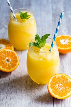 Frozen Orange Prosecco- Frozecco- mixed with freshly squeezed orange juice and blended for a slushy like consistency. This is one easy drink that you have to make this summer! via foodness gracious Freshly Squeezed Orange Juice, Fresh Lemon Juice, Easy Cocktails, Cocktail Recipes, Prosecco Drinks, Happy Hour, Smothie, Watermelon Vodka, Sour Cocktail
