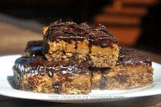 Retete culinare cu Laura Sava: Prajitura Brath Romanian Desserts, Romanian Food, Romanian Recipes, Caramel Cappuccino, Chocolate Fudge, Sweet Cakes, Something Sweet, Cookie Bars, Bar Cookies