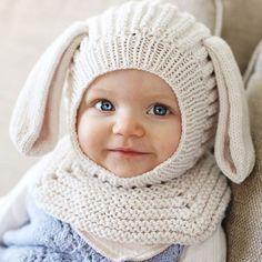 Vi deler et snikbilde til. Helene (harefrøken) tester ut ny lue til ny bok so. Baby Hats Knitting, Crochet Baby Hats, Knitting For Kids, Baby Knitting Patterns, Knitting Stitches, Baby Patterns, Knitted Hats, Knit Crochet, Crochet Patterns