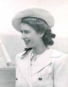 Queen Elisabeth II looking gorgeous (i love the navy beret!)