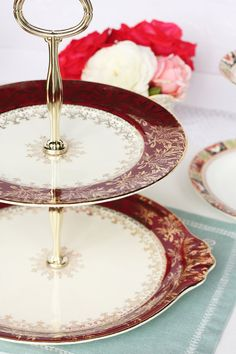 2 tier ruby red cake stand / cupcake pedestal par NancysTeaShop, $65.00 Pedestal Cake Stand, Cake Stands, Tiered Dessert Stand, Red Cake, Dessert Aux Fruits, Cake Plates, Service, Ruby Red, Teapots