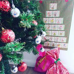 Dia 3 calendário do advento  Hoje foi dia da Isabela escolher os presentes da irmãzinha Elisa e do nosso gato Obi.  Ela adorou a tarefa do dia!  #calendariodoadvento #natal #atividadesinfantis #christmaskids #christmas #dicademãe #maternidade #filhos