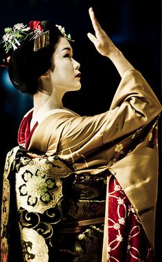 先斗町の舞妓・綾乃さん maiko Ayano of Pontocho