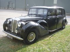 Daimler Double Six, Hooper Jaguar Daimler, Daimler Benz, Vintage Cars, Antique Cars, Mode Of Transport, Car Accessories, Tractor, Cars And Motorcycles, Cool Cars
