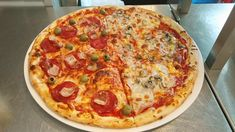 Pepperoni, Vegetable Pizza, Vegetables, Food, Essen, Vegetable Recipes, Meals, Yemek, Veggies