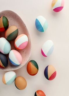 Easter is such a fun holiday, don't you think? I'm partial to any holiday that involves decorating – and eggs are the cutest little canvases that can be decorated in so many fun and colourful ways. crafts for adults DIY MODERN COLOR-BLOCKED EASTER EGGS Egg Crafts, Easter Crafts, Holiday Crafts, Diy And Crafts, Bunny Crafts, Food Crafts, Easter Decor, Spring Crafts, Diy Food