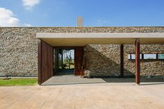 Gallery of Spine Wall House / Drew Architects - 3