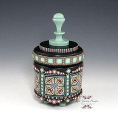 Pot contenant de l'argile polymère Seafoam par KateTractonDesigns
