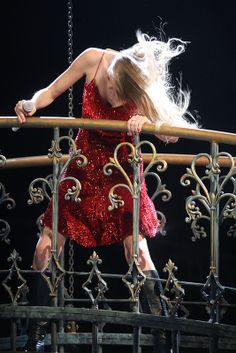 Hair flip during Better Than Revenge at the Speak Now World Tour in 2011