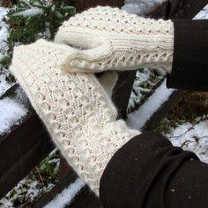 Talvikki-lapaset Knit Mittens, Knitted Gloves, Fingerless Gloves, Loom Knitting, Knitting Socks, Hand Knitting, Knit Socks, How To Start Knitting, Keep Warm