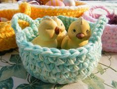 Mini Baskets of Remains - Crochet Pattern Easter Projects, Basket Decoration, Merino Wool Blanket, Animals And Pets, Free Pattern, Diy And Crafts, Baby Shoes, Miniature, Tricot