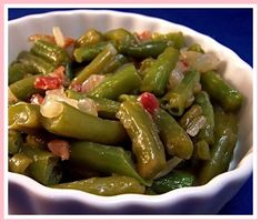 Southern Style Seasoned Green Beans (From Canned) Seasoned Green Beans, Italian Green Beans, Can Green Beans, Green Beans With Bacon, Cooking Green Beans, Green Beans And Potatoes, Canned Green Bean Recipes, Southern Style Green Beans, Vegetable Sides
