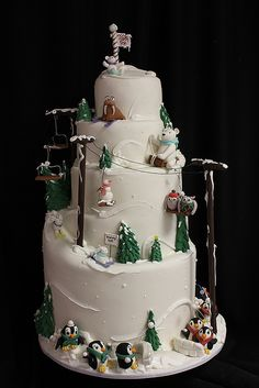 Cake design has taken on a life of its own with creative wedding cakes and even geek-themed cakes turning heads in many important functions. Christmas Wedding Cakes, Christmas Cake Decorations, Holiday Cakes, Christmas Desserts, Christmas Baking, Christmas Birthday Cake, Christmas Time, Beautiful Cakes, Amazing Cakes
