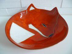 Pomarańczowa misa z motywem lisa. Oryginalna dekoracja twojego mieszkania.  Wymiary: średnica 26cm wysokość 7cm Tworzywo-Krzysia Owczarek