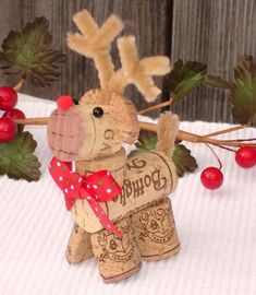 Top 101 DIY Wine Cork Craft Ideas that you can do with your family or by yourself. Collection of one the most beautiful and creative DIY Wine Cork Projects. Wine Craft, Wine Cork Crafts, Crafts With Corks, Wine Cork Projects, Bottle Crafts, Diy Corks, Christmas Wine, Christmas Holidays, Reindeer Christmas
