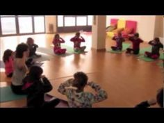 La respiración de la abeja - Taller de yoga para niños Chico Yoga, Mindfulness For Kids, Brain Gym, 2 Year Olds, Yoga For Kids, Montessori, Playroom, Physique, Youtube
