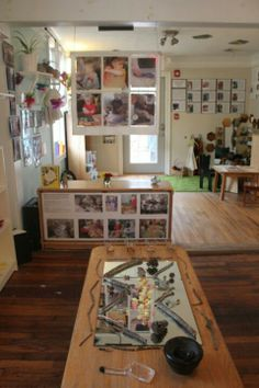 Reggio Emilia – Page 2 – A Journey Into Inquiry Based Early Learning Classroom Environment, Classroom Setup, Classroom Design, Forest Classroom, Reggio Emilia Classroom, Reggio Inspired Classrooms, Learning Spaces, Learning Environments, Portfolio Kindergarten