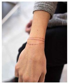 Charm Bracelet Tattoo, Snake Bracelet, Jewelry Tattoo, Wrist Bracelet Tattoos, Body Jewelry, Bracelet Tattoos With Names, Wrist Band Tattoo, Tattoo Forearm, Armband Tattoo Frau