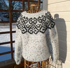 Ravelry: Project Gallery for Sjón pattern by Hulda Hákonardóttir Knitting Charts, Sweater Knitting Patterns, Knit Patterns, Icelandic Sweaters, Nordic Sweater, Fair Isle Pattern, Fair Isle Knitting, Sweater Design, Sweater Fashion