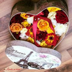 #heart #flowers #box #flowersbox #giftbox #flowersinabox #floriincutie #cutiecuflori #inima #yellow #red  #cadou #sayitwithflowers #madewithjoy #paulamoldovan #livadacuvisini #colors #happyflorist #bucuresti #bucharest Flower Quotes, Bucharest, Table Decorations, Diy, Yellow, Heart, Home Decor, Box, Belle