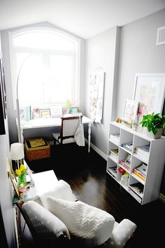 Step Inside The Well-Curated Home Of Julie Shaver | via @glitterguide / theglitterguide.com