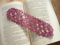 Dark pink tatted bookmark by MariAnnieArt on Etsy #mariannieart #etsy #bookamark #bookworm #booklovergift #geekgift #Tattedbookmark #tattinggift #nerdgift