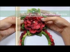 Porta pano de prato Flor Genèvive por JNY Crochê - YouTube Crochet Towel Topper, Crochet Home Decor, Crochet Flowers, Diy Gifts, Lana, Doll Clothes, Diy And Crafts, Projects To Try, Knitting