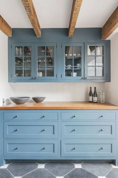 Explore options for two-toned kitchen cabinets, plus browse inspiring pictures for ideas from nouvelleviehaiti.org