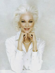 This is glamour! Carmen Dell'Orefice (born June is 80 years old right now. She is the oldest model in the world modeling for the last 66 years, placing herself in the Guinness Book of World Records. Carmen Dell'orefice, Glamour, Beautiful People, Beautiful Women, Stunningly Beautiful, Drop Dead Gorgeous, Advanced Style, Ageless Beauty, Old Models