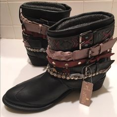 Zara booties NWT. Super cute boot with ethnic style. Runs small prob fits size 9/9,5 Zara Shoes Ankle Boots & Booties