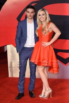 Tom e @MissKelseyH na pré-estreia de #BatmanvSuperman em Londres, na Inglaterra. (22 mar.)
