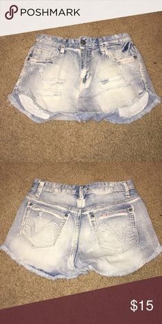 Size 5 High Waisted Acid Wash Destroyed Shorts Okay the tag says Size 5, but they were definitely too small on me so just be conscious of that. They are destroyed and high waisted and acid wash and just really cute! Vanilla Star Shorts Jean Shorts