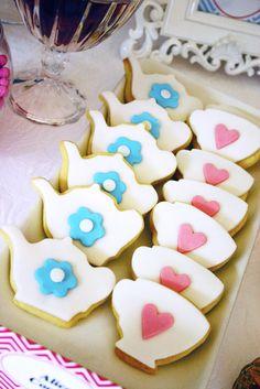Great tea party cookies #aliceinwonderland #cookies