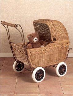 Doll Carriage in Dark Honey Wicker Vintage Pram, Vintage Dolls, Willow Weaving, Basket Weaving, Doll Carrier, Basket Crafts, Baby Buggy, Dolls Prams, Baby Carriage