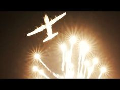 AWESOME C-130 Flare Drop Simulation + Wall of FIRE Display | Avalon Airshow 2019 - YouTube