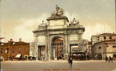 Puerta de Toledo, sobre 1910. Tarjeta postal sobre foto coloreada. Museo de Historia (Madrid)