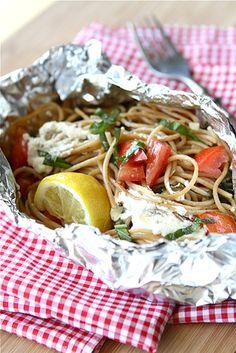 Летние блюда, которые можно приготовить в фольге на открытом огне