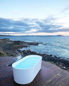The 5 Best Bathtub Views in Australia %%sep%% %%sitename%% Perth, Brisbane, Melbourne, Best Honeymoon Resorts, Honeymoon Ideas, Vacation Ideas, Australia Honeymoon, World Of Wanderlust, Best Bathtubs