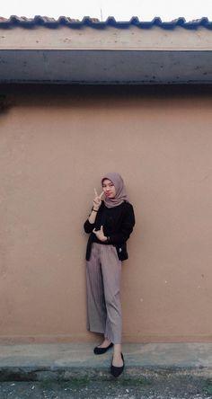 Ootd Hijab, Hijab Outfit, Screen Wallpaper, Boyfriend Material, Hijab Fashion, Outfit Ideas, Normcore, Mood, Random