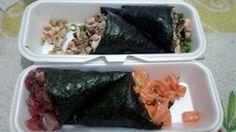 Temakis que tem seus altos e baixos, alguns sabores são bons, mas o de salmão pareceu bem fraco, o que mais garante uma boa satisfação é o custo benefício, uma promoção que deixa o preço muito abaixo do normal.  #temaki #salmão #simples #atum #skin #jantar #comida #restaurante #japonês #Japão #peixe #crú #pele #grelhado #shoyu #molho #tempero #gohan #arroz #nori #alga #cubinhos #cone #iFood #delivery #GuiasLocais #LocalGuides #SushiRão #XinGourmet
