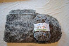 Det er ikkje mykje eg strikkar. Ikkje fordi eg ikkje kan det eller ikkje likar det, men fordi armane mine ikkje likar det. Så skal eg strik. Knitting Projects, Knitting Patterns, Sewing Projects, Hooded Scarf Pattern, Knit Crochet, Crochet Hats, Stay Warm, Kids And Parenting, Fiber Art