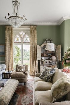 Farrow & Ball's 'Breakfast Room Green' paint is similar to the original colour of the drawing room in a rectory by Ptolemy Dean; a soft, olive colour. Farrow And Ball Living Room, Living Room Green, Living Room Paint, Farrow Ball, Farrow And Ball Paint, Laundry Room Tables, Oak Panels, Family Room Design, Family Rooms