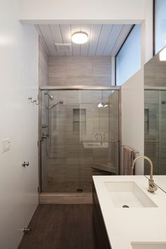 Mesmerizing Inspiration for Minimalist Interior Design: Elegant Bathroom Interior Design Idea In House Finished With Eichler Addition Ideas . Bathroom Renovations, Home Remodeling, Eichler Haus, Bedroom Set Designs, Mid Century Modern Bedroom, Shower Remodel, Home Additions, Bath Design, Tile Design