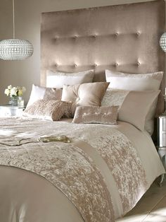 40 Stunning Luxury Champagne Bedroom Design Ideas With Elegant Look Gold Bedroom, Dream Bedroom, Bedroom Decor, Bedroom Ideas, Velvet Bedroom, Glamour Bedroom, Velvet Sofa, Bedroom Designs, Bedroom Inspiration